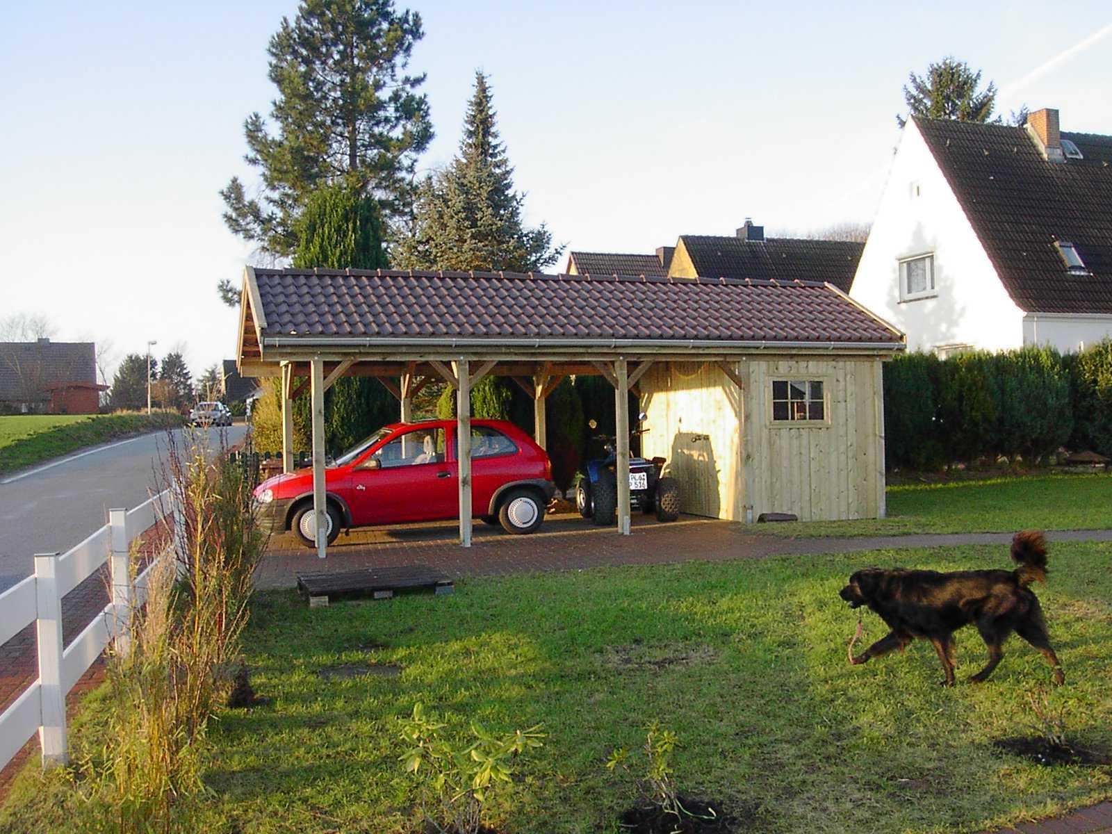 Einzelcarport aus Kiefer kdi mit Satteldach und Geräteraum
