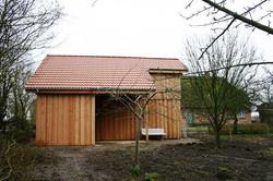 Carport Lärchenholz Deckelschalung Satteldach rot mit Abstellraum