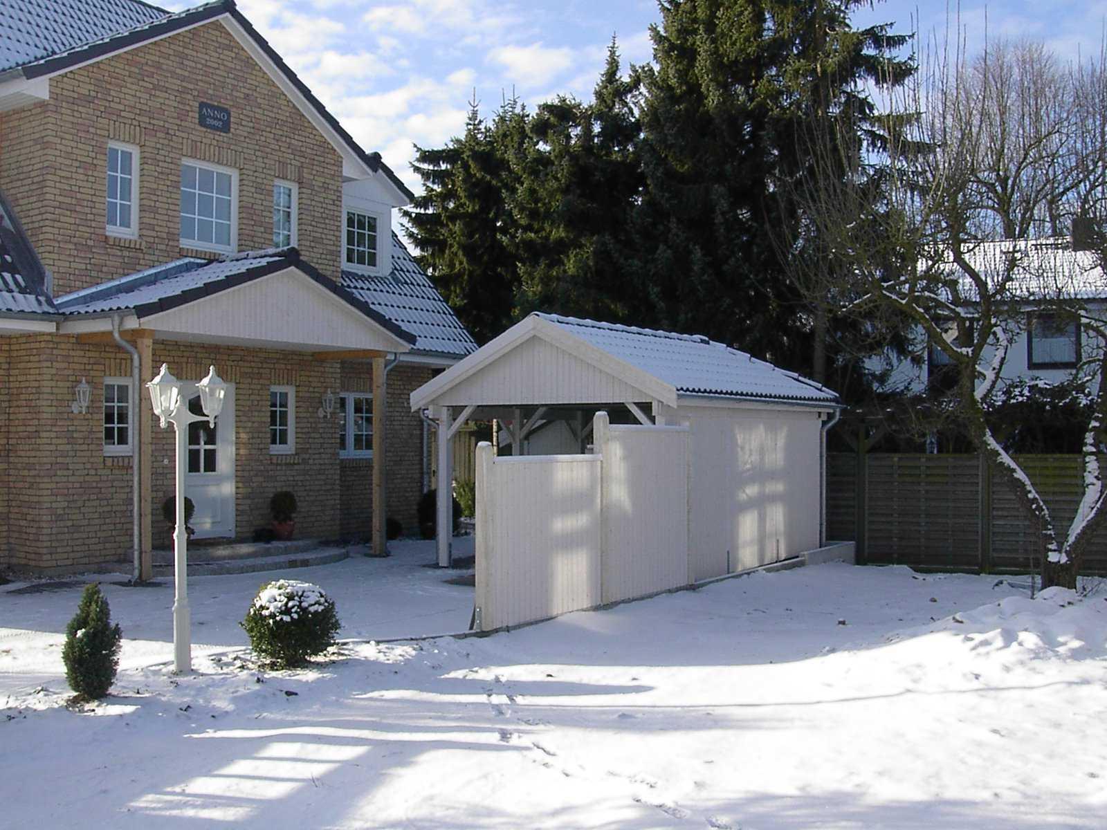 Einzelcarport weiß Satteldach und Vordach