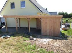 Carport Lärchenholz mit Abstellraum, Holzblende und Entwässerung