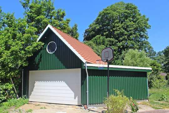 Carport dreieckig mit Satteldach und Garagentor nach Wunsch