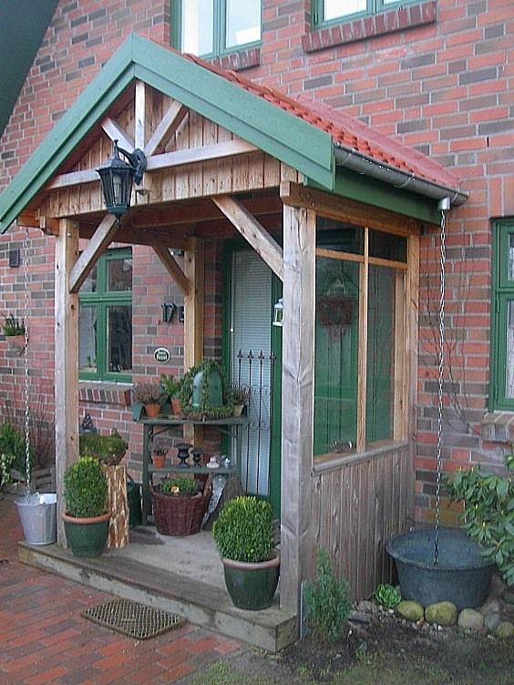 Vordach mit grüner Blende