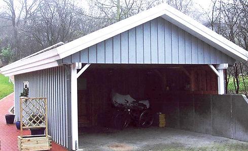 Carport Satteldach auf Mauer blau Deckelschalung Holz