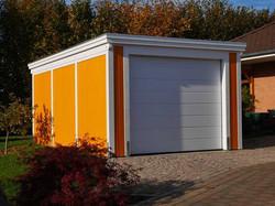 Garage aus Holz farblich behandelt gelb weiß