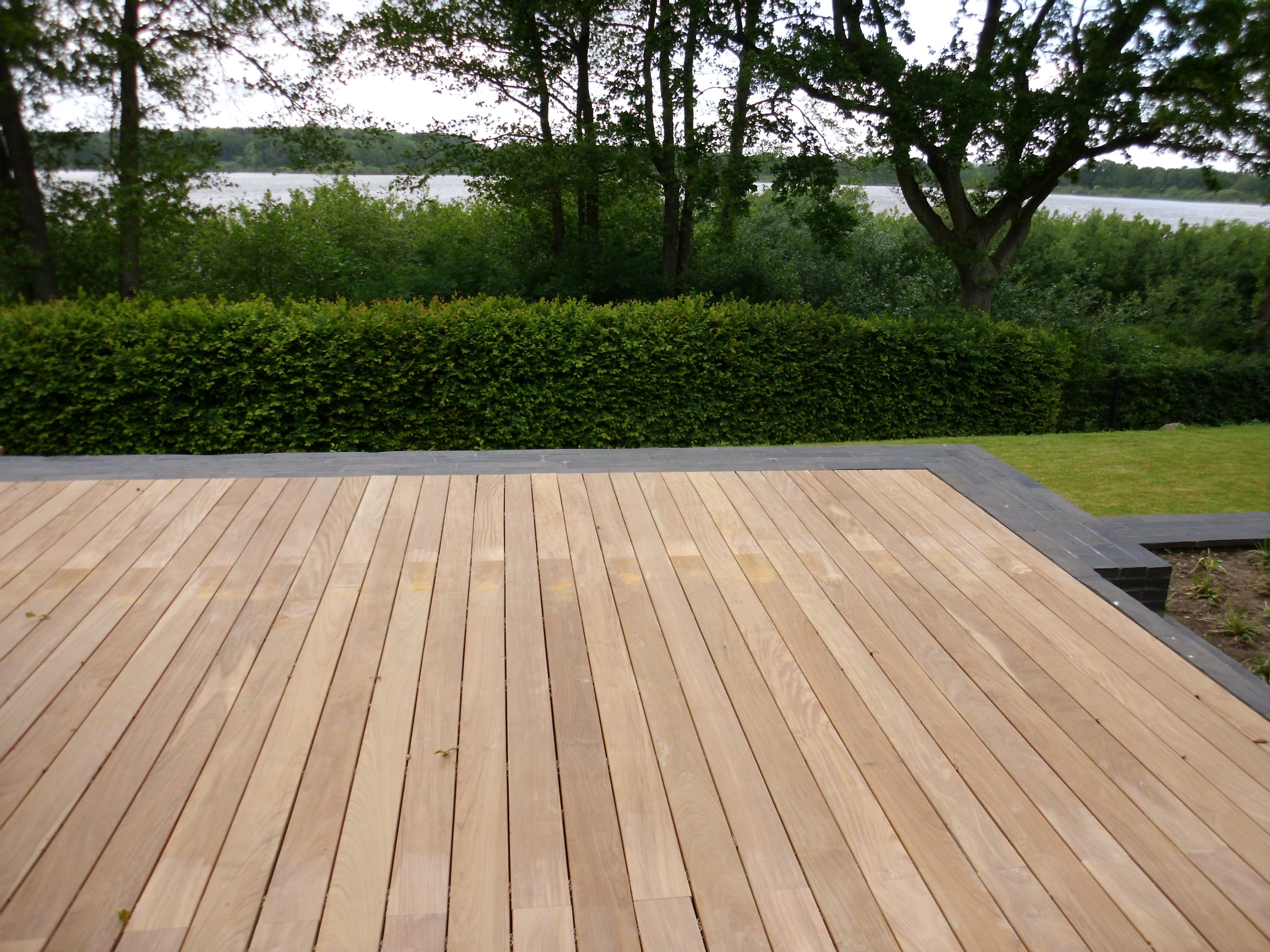 Terrasse natur Holz modern