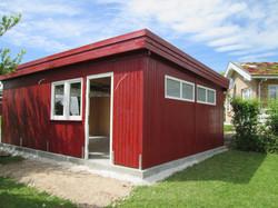 Fassade Holz senkrecht rot