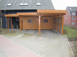 Carport Lärche Abstellraum vor Hauseingang
