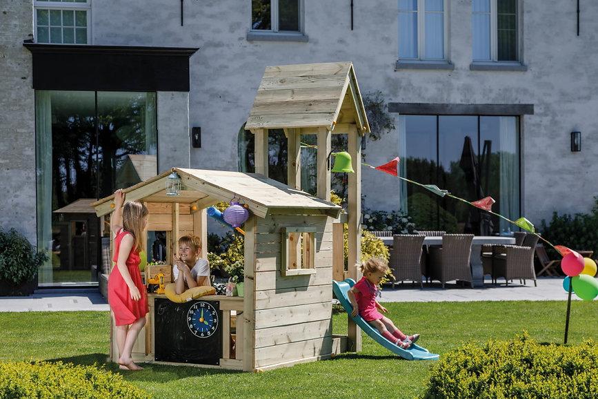 Spielturm mit Kaufladen Garten draussen