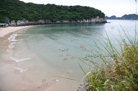 Những bãi biển trên đảo Cát Bà
