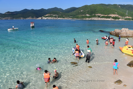 Trong xanh biển đảo Bình Hưng