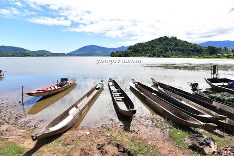 Phía sau hồ Lắk