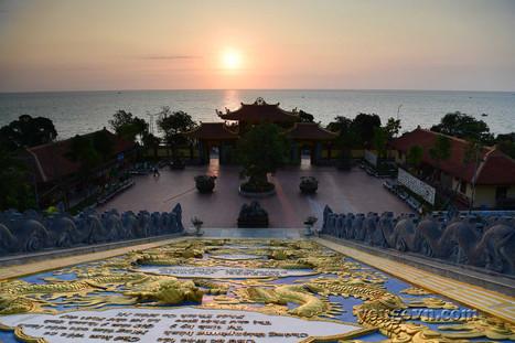 Bình minh trên Thiền viện Trúc Lâm Hộ Quốc
