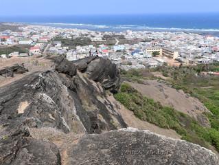 Núi Cao Cát và Hải đăng núi Cấm