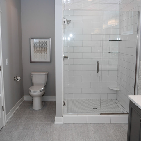 7904-master-bathroom