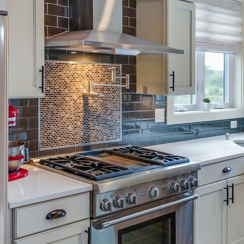 Range hood kitchen.jpg