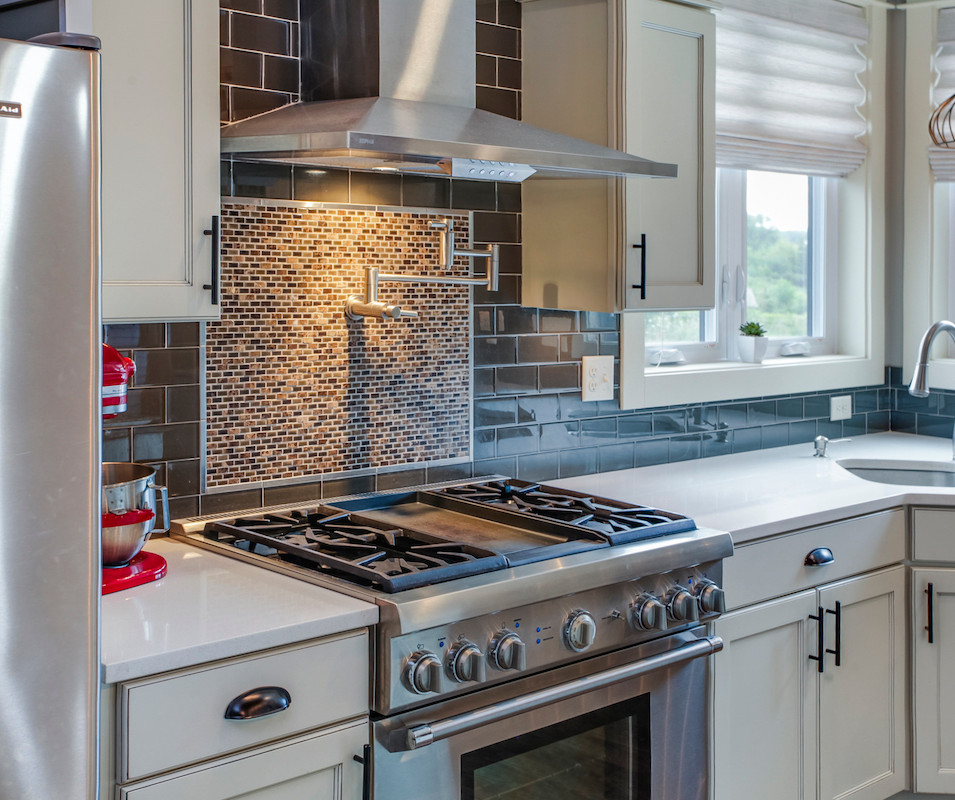 Range hood kitchen.jpg