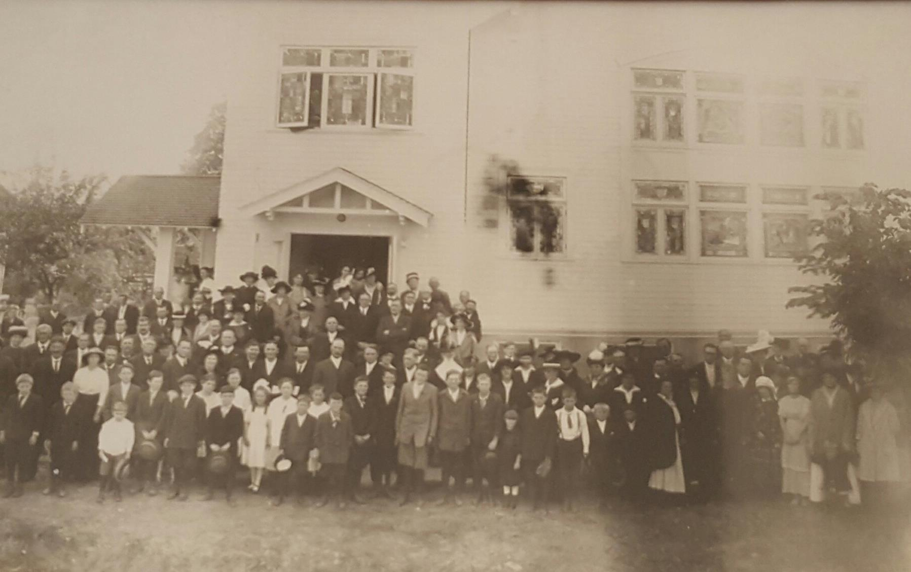 Building dedication in 1915.