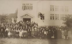 Building dedication in 1915.