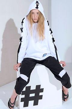 deuxA unisex sweatshirt white