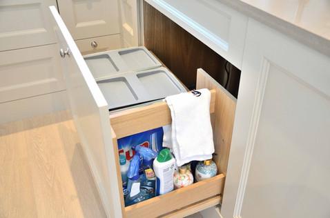 Avfallssortering med håndkle og vaskemiddeluttrekk
