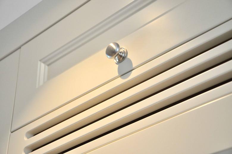 Håndlaget lufting til kjøleskap og knotter i rustfri look