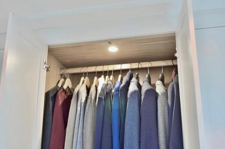 Innvendig lys med fotocelle i garderobe