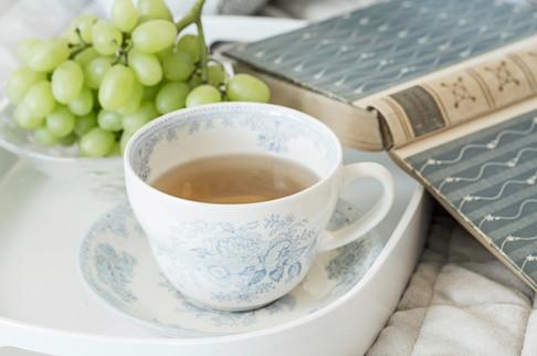 Hva med en kopp te og en god bok på sengen