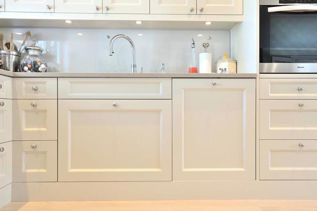 Vaskeskap med uttrekk og Hel integrert oppmaskin fra Miele