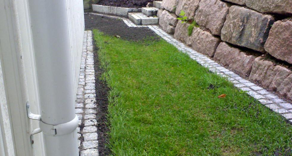 Avgrensing mellom gress-mur.jpg