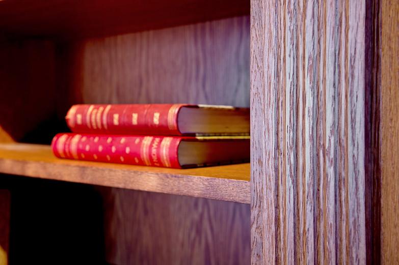 Detalj fra pilaster på bokhylle