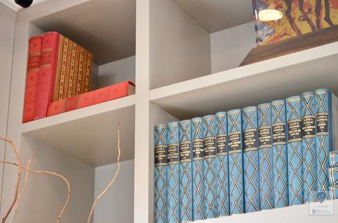 Kraftige hyller og sømløse overganger i denne bokhylla