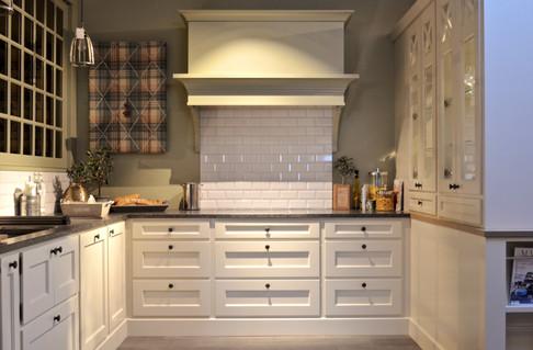 Skreddersydde kjøkken løsninger gir et sømløst og integrert design