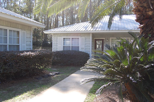 Affordable Apartments 1, 2 and 4 bedrooms in Tallahassee adjacent to San Luis Park