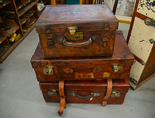 suitcases-1181806_1920.jpg
