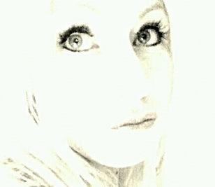 Make Up Artist Gaby