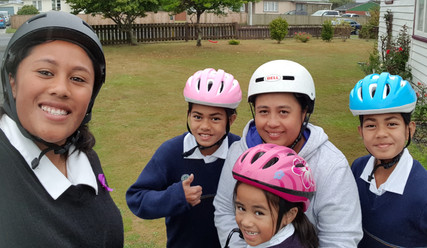 Wainuiomata family bike to school
