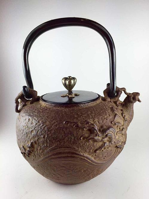 亀文堂写 銅蓋 獣口波千鳥鉄瓶 本体に銀粒象嵌 弦に銀象嵌入 約1.0L