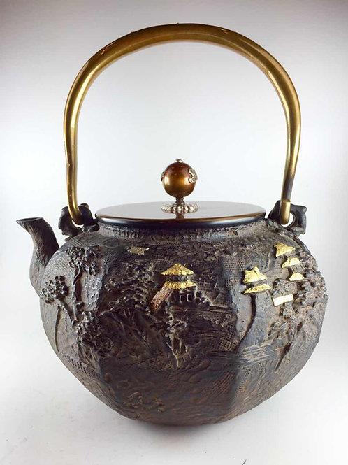 亀文堂写 銅蓋 八角山水鉄瓶 本体に金銀象嵌入 摘み・弦に銀象嵌入 約2.0L
