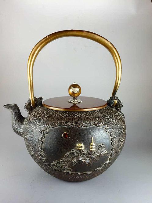 亀文堂写 蓬莱仙館 山水鉄壺、本体に金銀象嵌入り