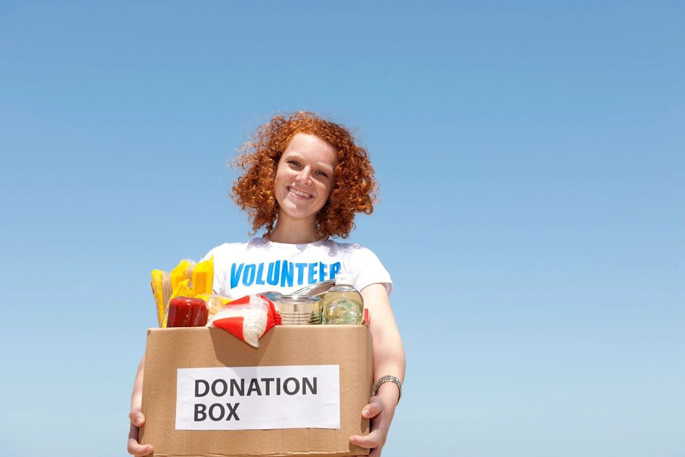 woman-holding-box-with-a-volunteer-t-shirt