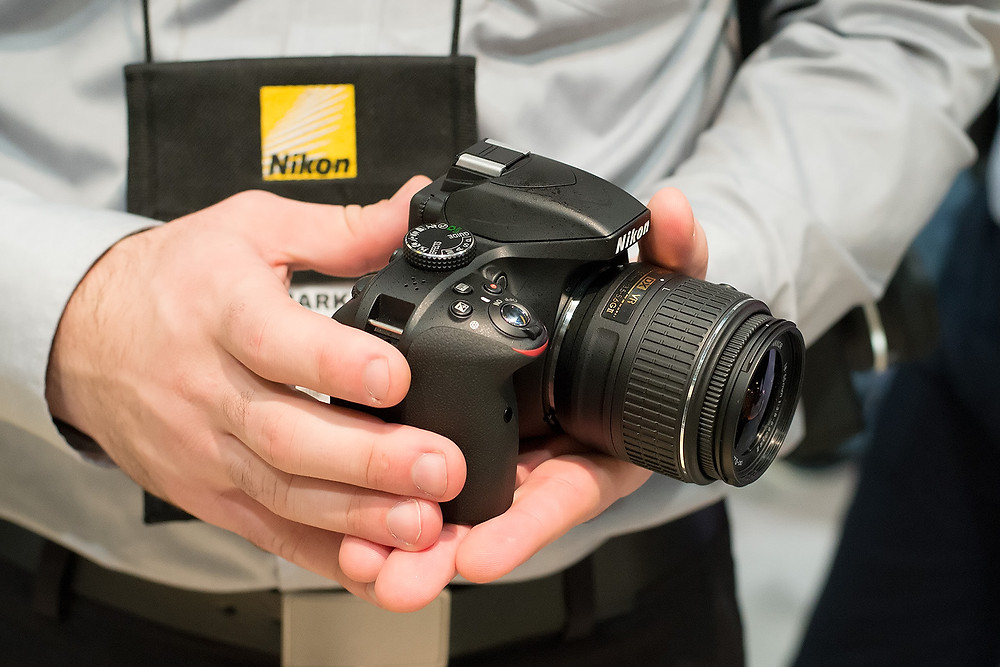 The-new-Nikon-D3300-DSLR-is-tiny-but-feels-much-more-balanced-than-similarly-sized-mirrorless-models