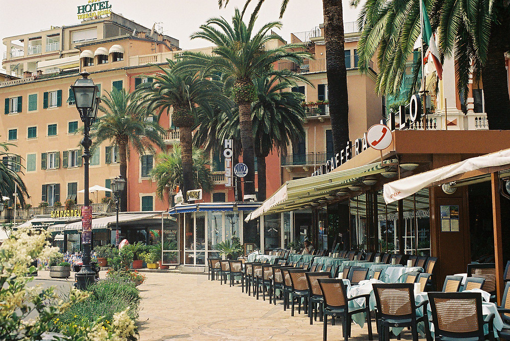 World___Italy_Street_cafe_in_the_resort_of_Rapallo__Italy_065008_