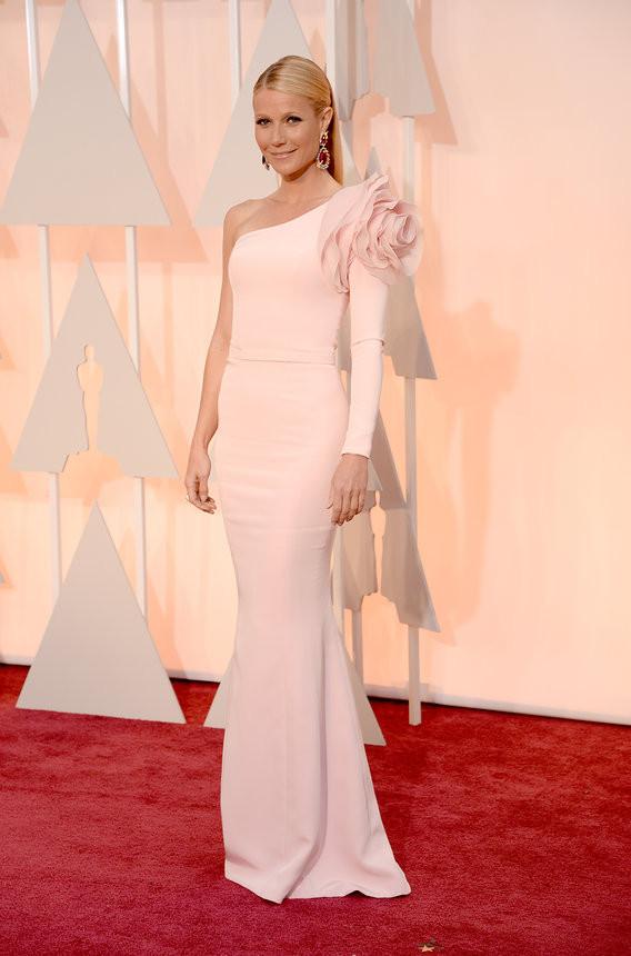 gwyneth-paltrow-oscars-red-carpet-2015