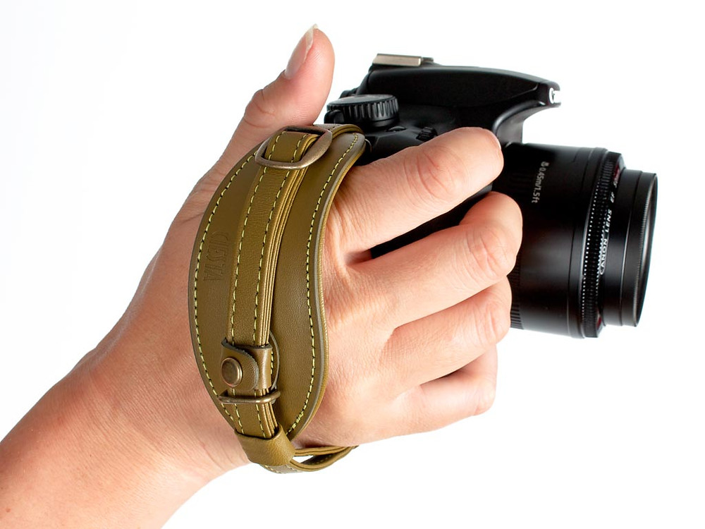 the_handy_dandy_camera_strap_for_slr_and_dslr_cameras_2