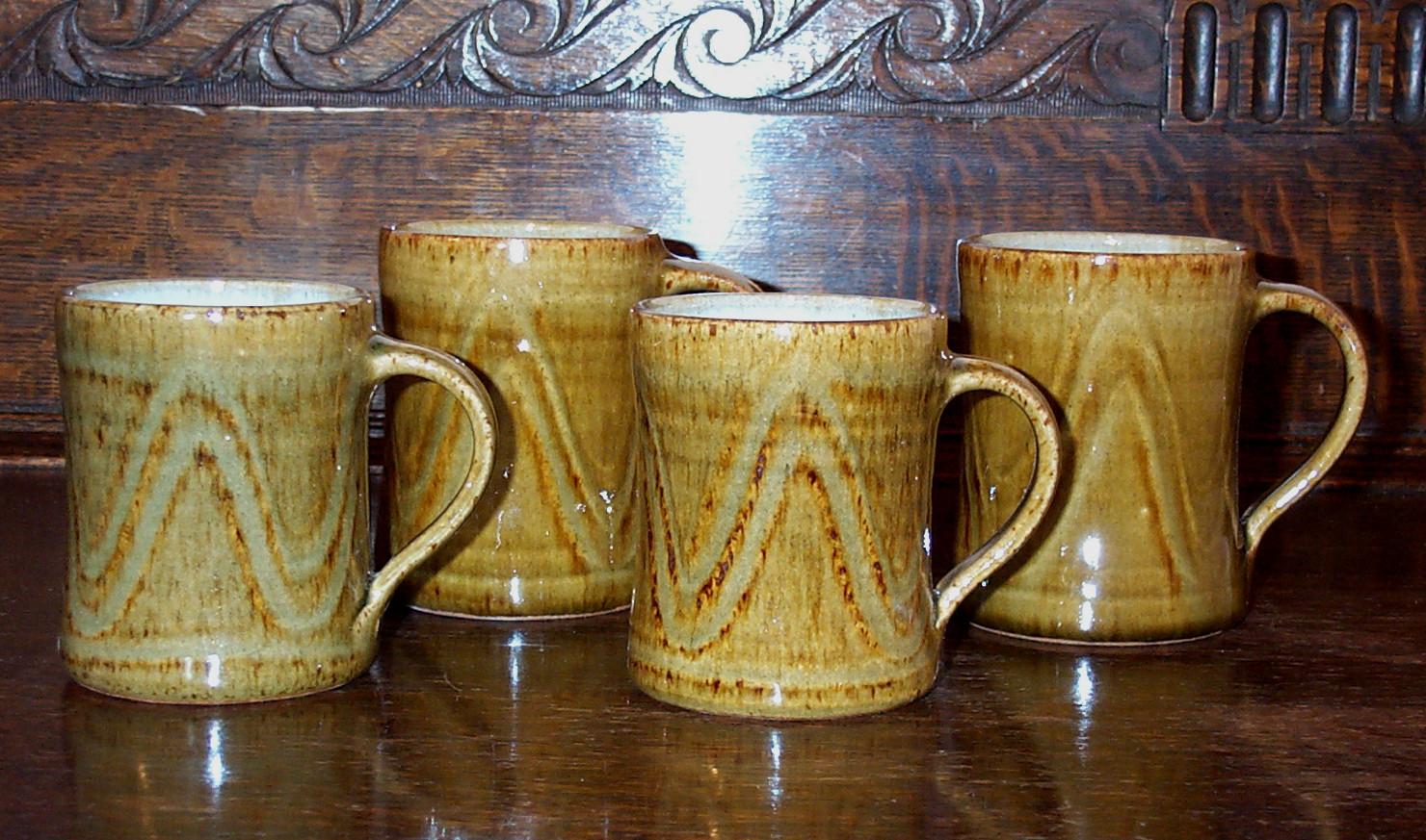 422-425  mugs.jpg