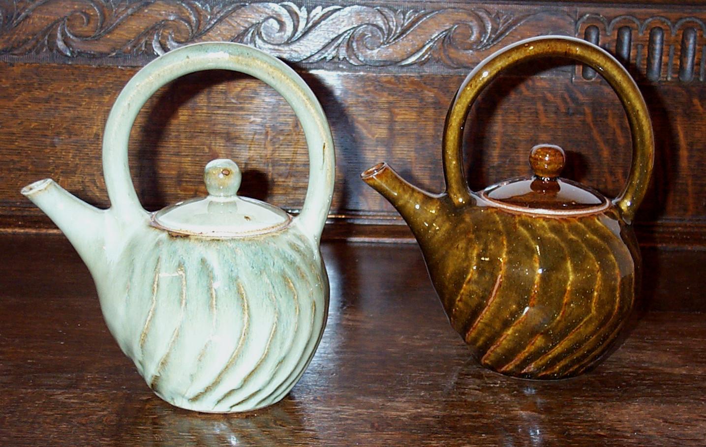 859-860  teapots.jpg