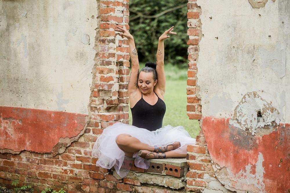 Adult ballerina, Joy