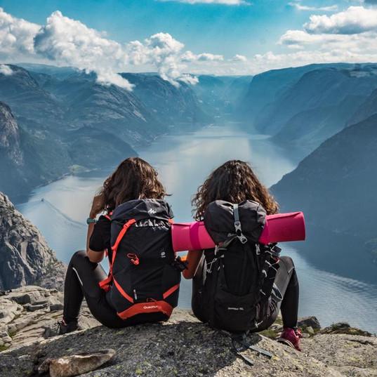 2_jenter_på_fjellet.jpg
