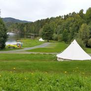 Det blir flere telt på gressterrasser