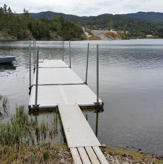 Brygge for bading og mindre båter